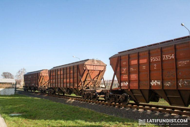 Зерновозы на территории «Зерновой индустрии»
