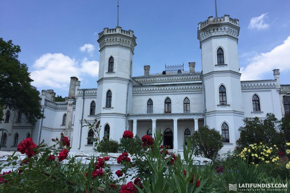 Шаровский дворцово-парковый комплекс