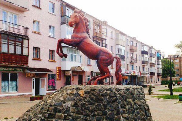 Памятник коню в Конотопе — Latifundist.com