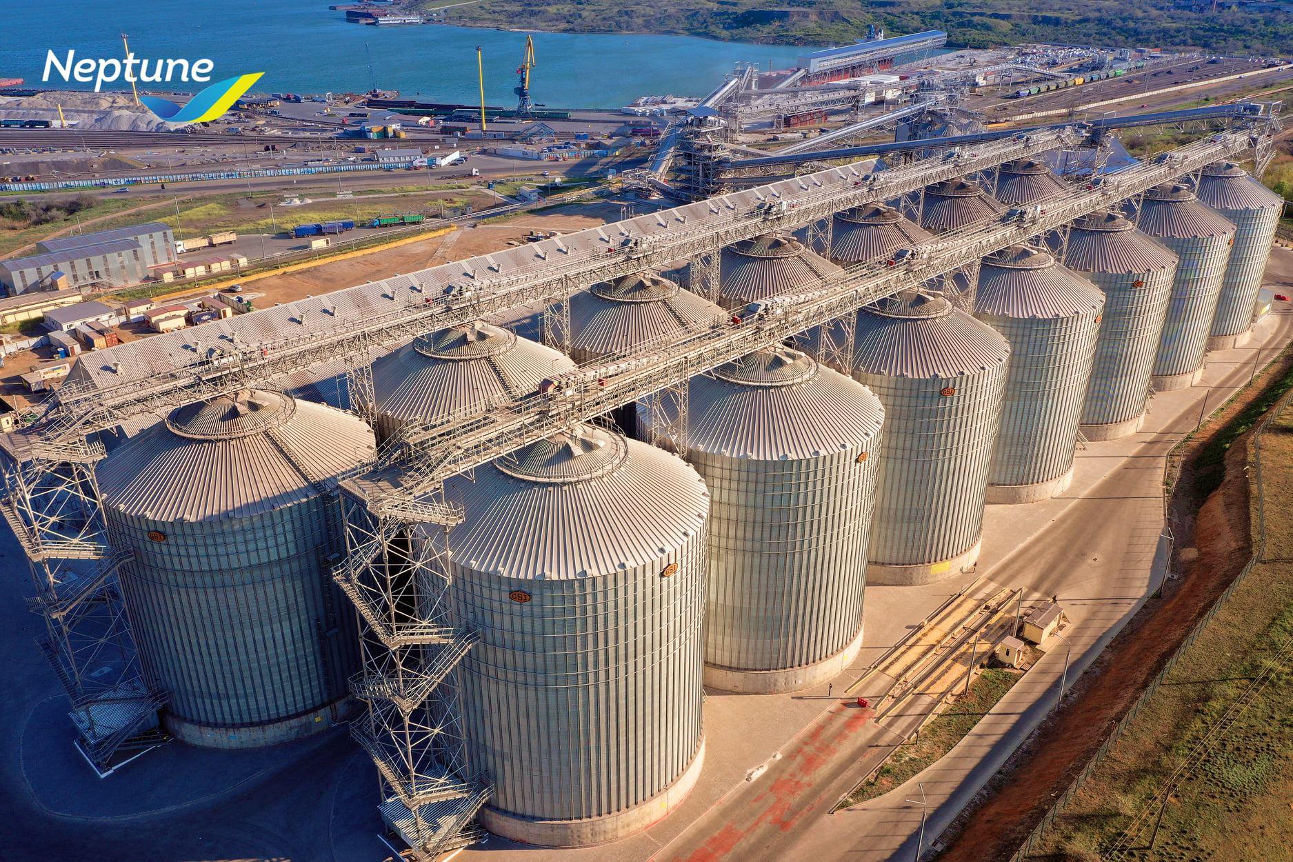 Neptune Grain Terminal in Pivdenny Port, Odesa region (click for high resolution)