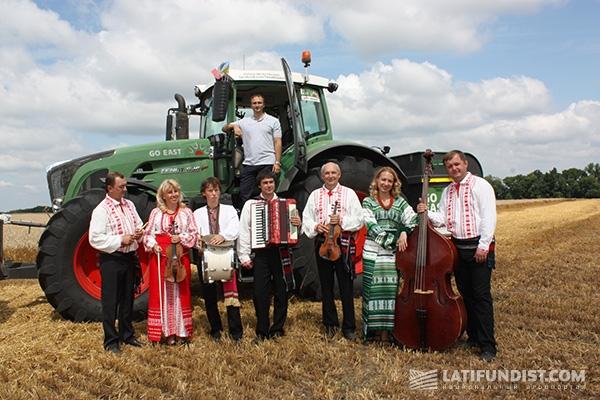 Игорь Губарев на тракторе