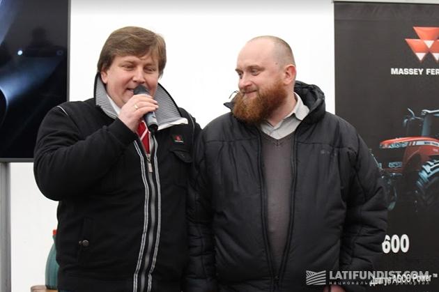 Руководитель департамента сервиса «АМАКО» Александр Шаповал (справа) вместе с директором по маркетингу AGCO в Восточной Европе Антоном Костырко