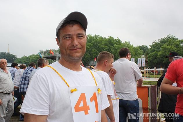 Тракторист агрохолдинга Мрия Игорь Чупа