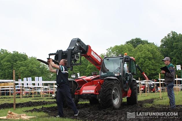 Тракторист КСП «Батькивщина» из Житомирской области Александр Волинец