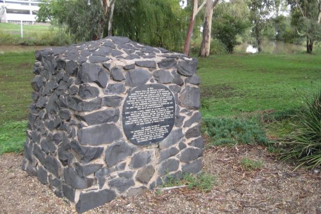 Скромный монумент скромной бабочке. Queensland, Australia