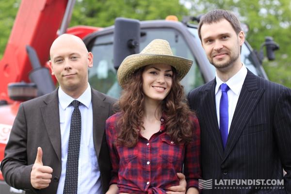 Мисс Latifundist.com с нашими постоянными читателями, представителями EXM Bank Украина