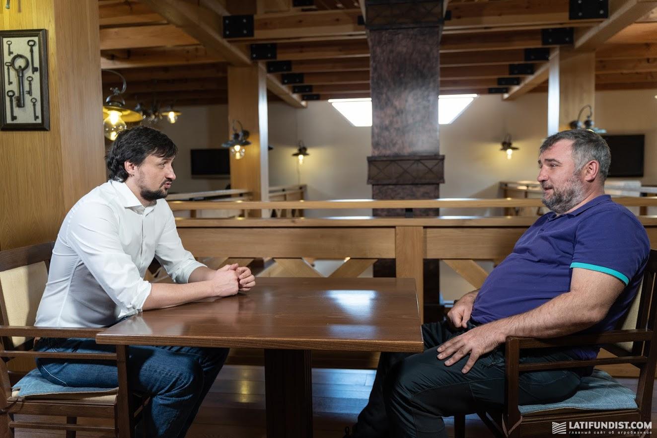 Александр Камышин, издатель Latifundist Media (слева) и Юрий Дробязко, собственник Аграрной технологической компании (справа)