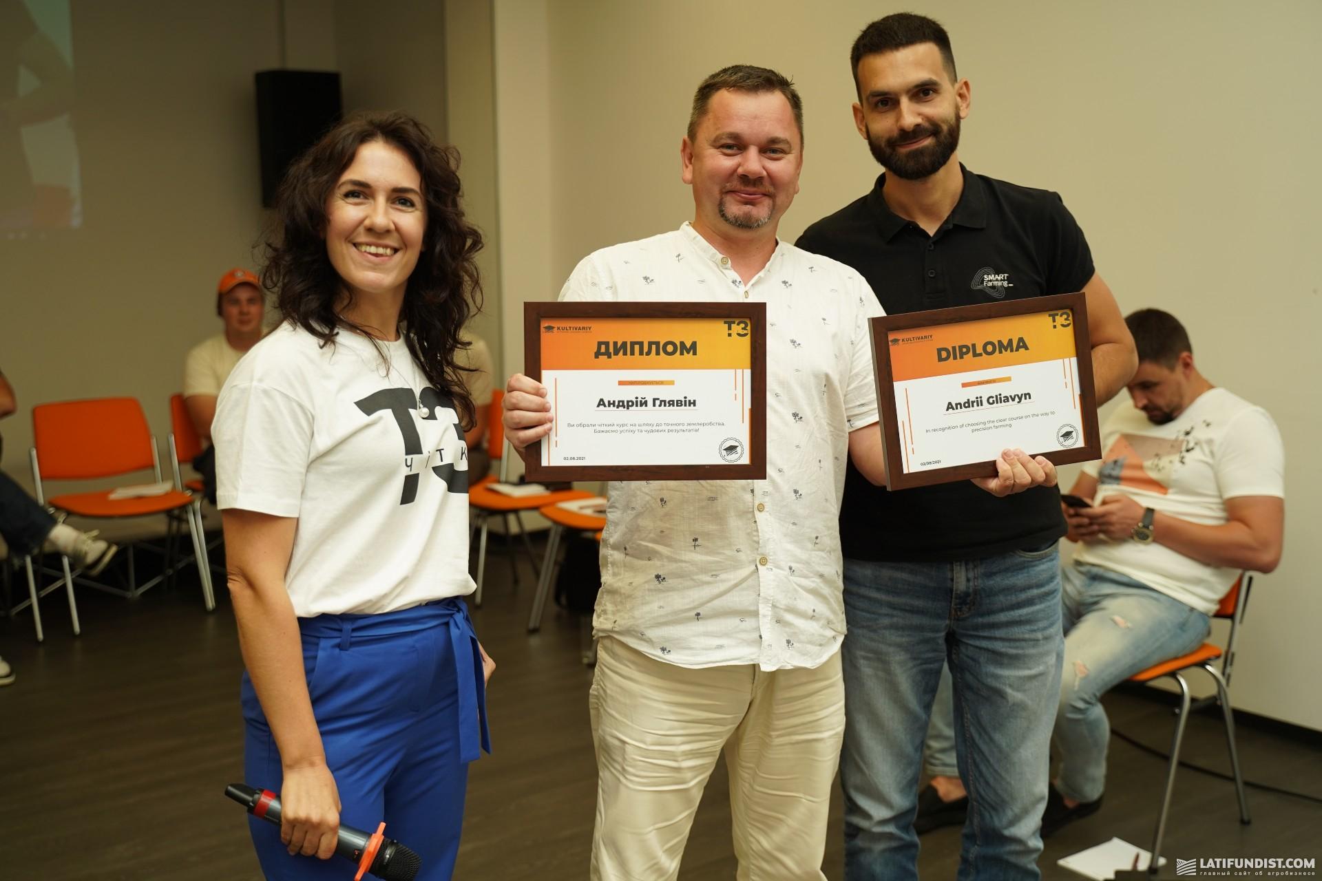 Андрей Глявин (в центре), продакт-менеджер направления цифровых сервисов Agrii Ukraine