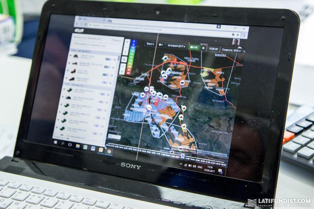 GPS-навигаторы, установленныем на каждой единице техники, позволяют оперативно следить за рабочим процессом в поле