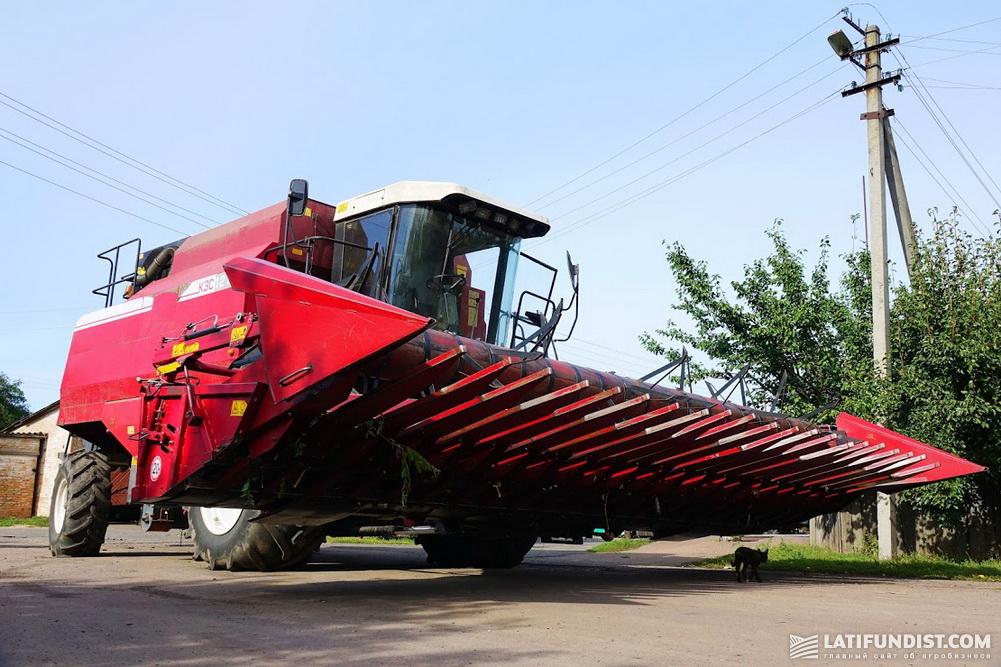 Комбайн КЗС-1218 готов к уборке посевов подсолнечника