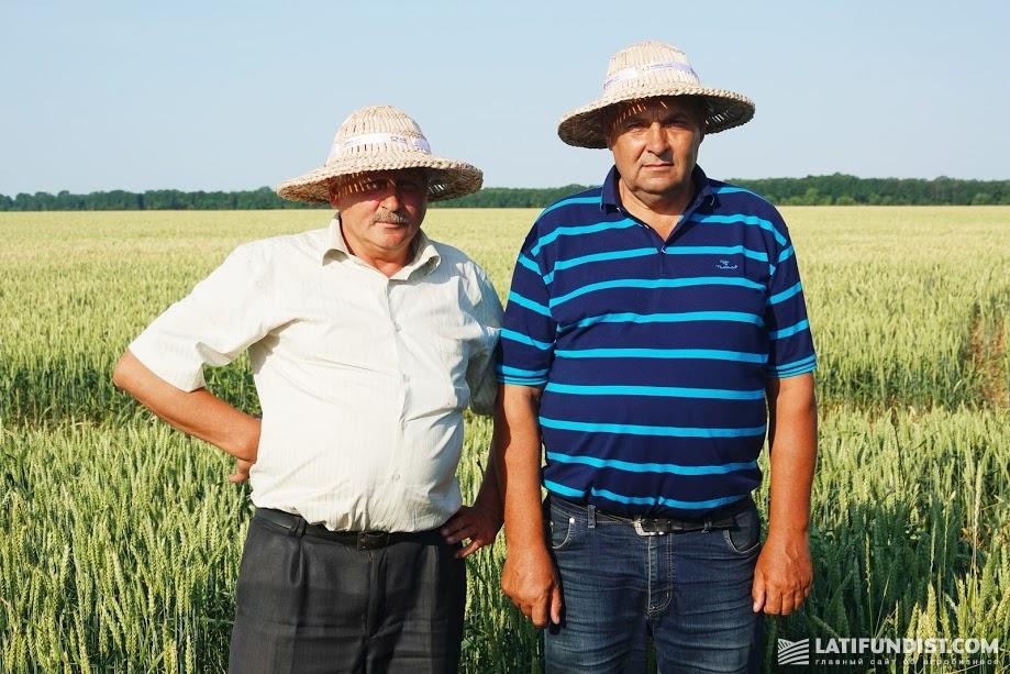 Николай Лебедка, директор предприятия «Андреевка» (справа) и Анатолий Грунтенко, главный агроном (слева)