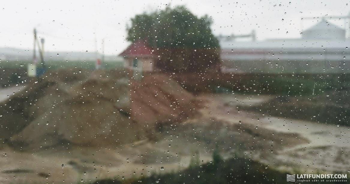 Во время АгроЭкспедиции  лил проливной дождь, иногда даже с крупицами града