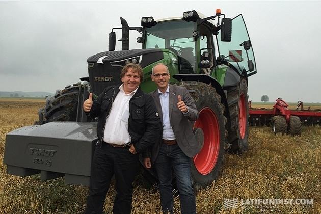 Директор по маркетингу AGCO в Восточной Европе Антон Костырко (слева) и Кристиан Эккерс (справа)