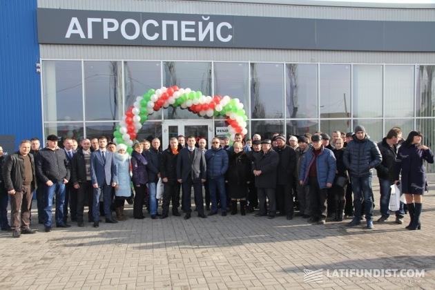 Гости открытия центра по продаже и обслуживанию сельскохозяйственной техники немецкой марки Fendt в Мелитополе