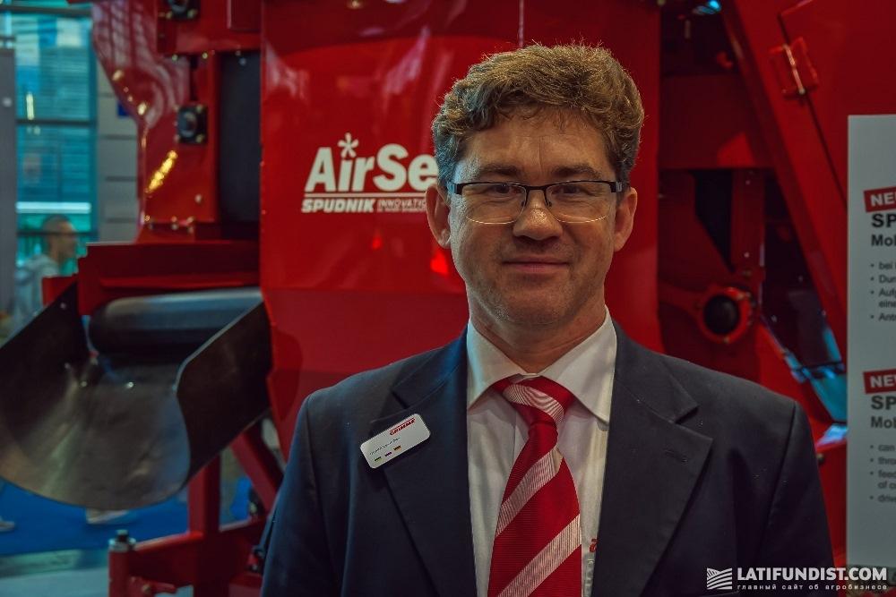 Дмитрий Левичев, директор компании «Агролинии», являющейся официальным дилером техники Grimme