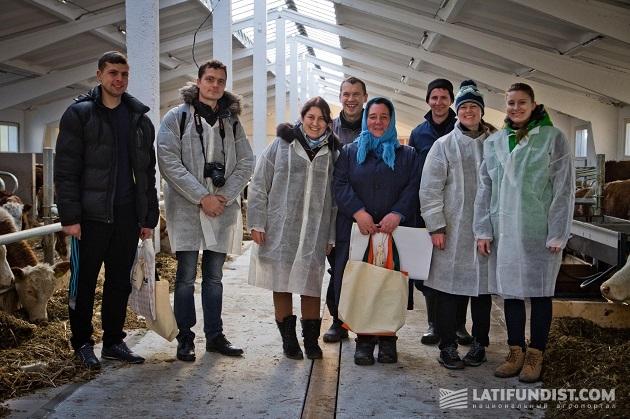 На экскурсии по ферме с Верой Связинской и Виталием Дацюком