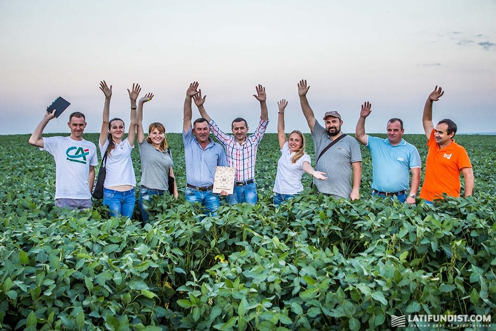 Коллективное фото в поле «Энселко Агро»