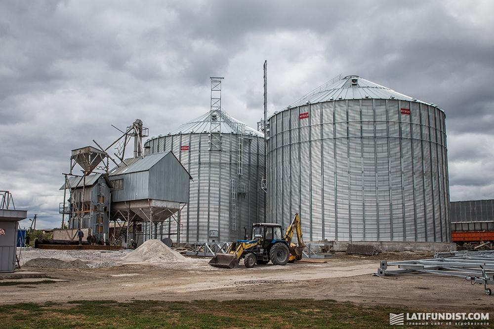 Мощности для хранения зерна компании «Агрофирма Могутне»