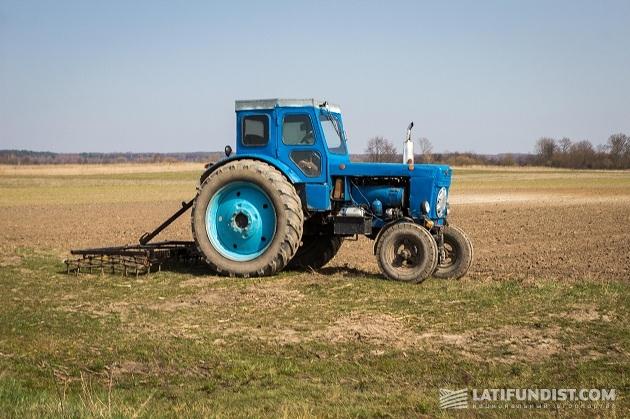 Техника на полях хозяйства «Перлина Турии»