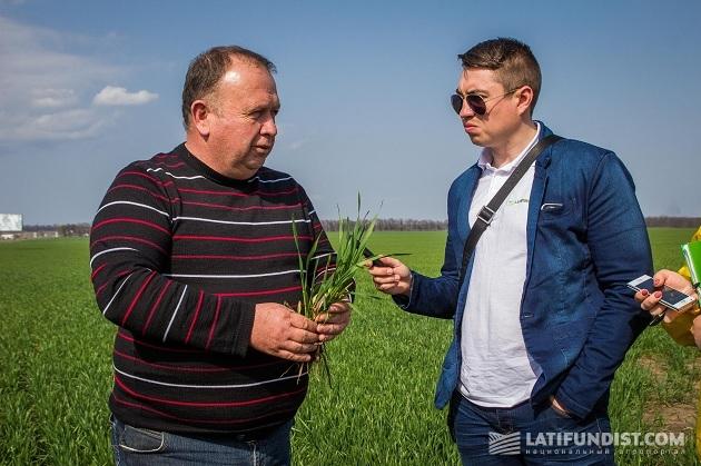 Главный агроном хозяйства «Приват-Агро-Белозерье» Николай Головатенко беседует с АгроЭкспедиторами