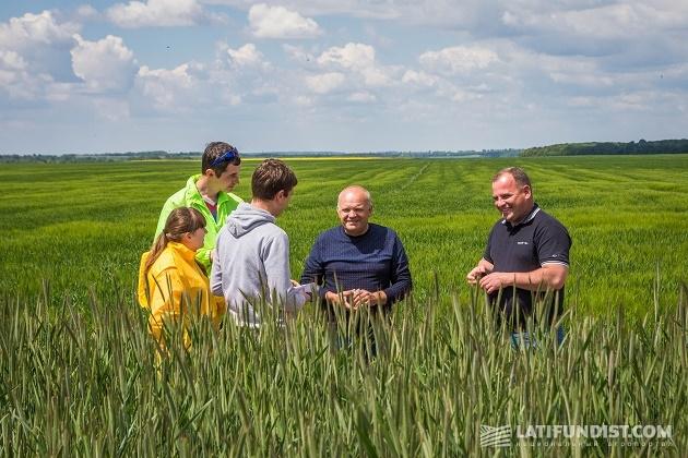 Беседуем с главным агрономом предприятия «Маяк» Владимиром Бараном и менеджер по сбыту компании BASF Русланом Травкой