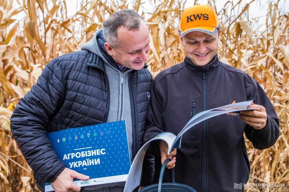 Вадим Гузема, представитель компании Bayer и Виталий Каламбет, агроном-консультант «КВС-УКРАИНА»