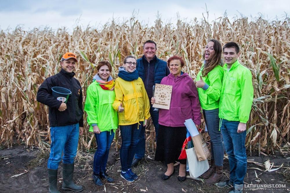 Команда АгроЭкспедиторов на поле агрофирмы «Украина»