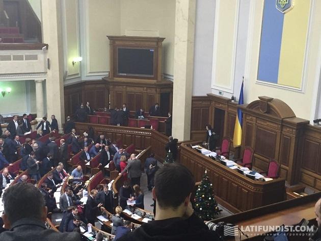 Депутаты расходятся на очередной перерыв