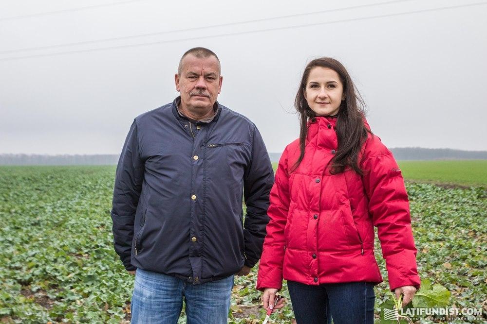 Конрад Павлак, главный агроном хозяйства «Агро-Эко XXI» и Александра Киричек, продакт-менеджер по рапсу и негибридным зерновым культурам компании «КВС-УКРАИНА»