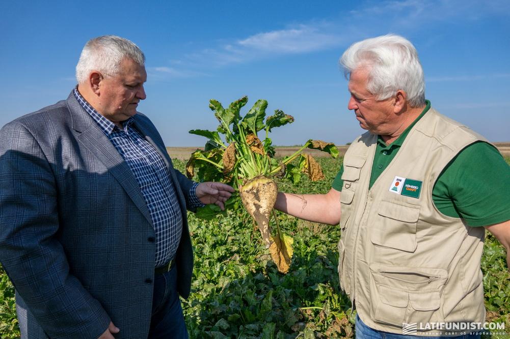 Николай Кошель, глава агрофирмы «Камаз Агро» (слева) и Петр Кутя (справа)