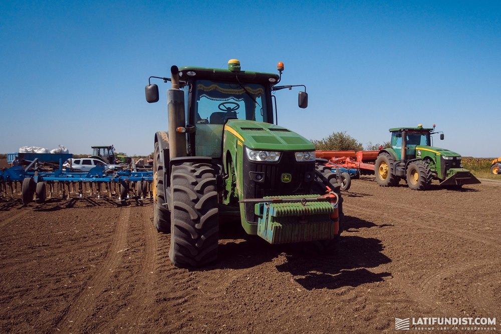 Посев озимого рапса в  «ТД «Продэксим» тракторами John Deere в агрегатировании с предпосевным культиватором и 12-метровой сеялкой