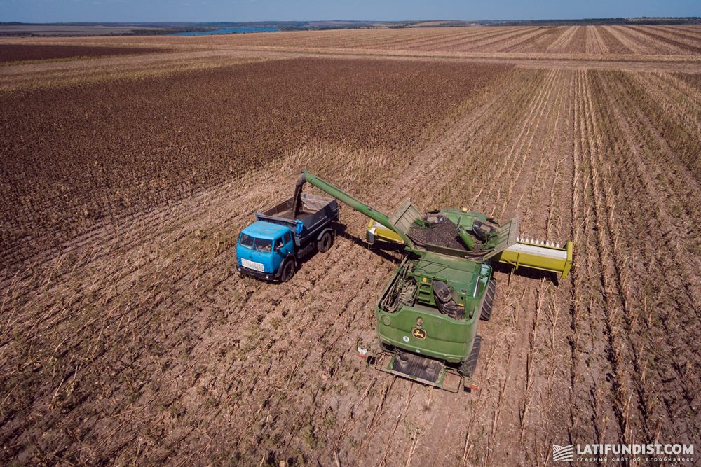 Разгрузка зернового бункера комбайна John Deere S670i