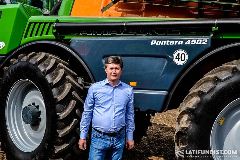 Анатолий Соловьев на фоне Amazone Pantera