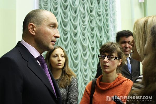 Юрий Акневский