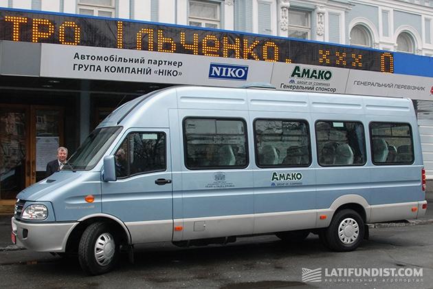 В рамках соглашения театру передан в пользование новый комфортабельный автобус IVECO