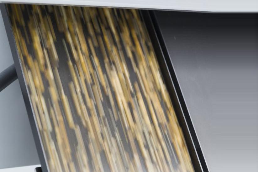 LumoVision работает так быстро, что если бы человек взял открытый мешок кукурузы и перевернул его, он был бы проанализирован и отсортирован раньше, чем первое зерно упало бы на землю.