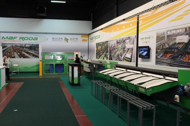 На выставке были представлены компьютеры, с помощью которых сортируются фрукты и овощи