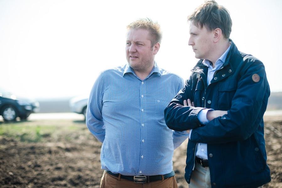 Эсбен Нилсен,  главный инженер «Агро ЛВ Лимитед» (слева) и Константин Селезнев, заместитель финансового директора «Агро ЛВ Лимитед» (справа)