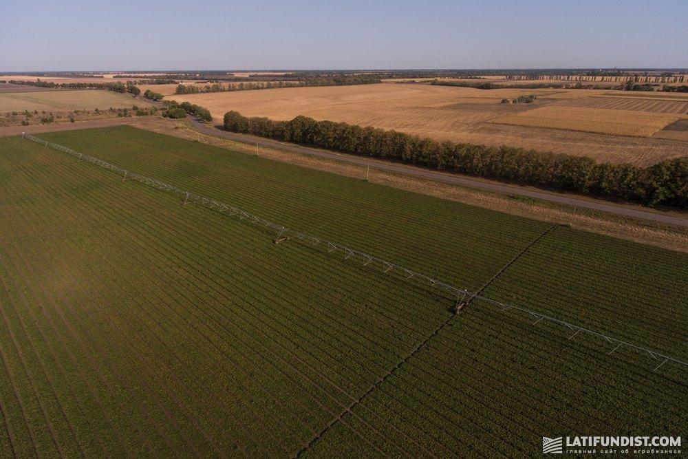 Оросительная система на поле агропромышленной корпорации «Днипро»