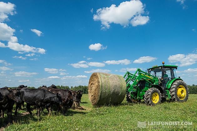 Трактор John Deere серии 6B