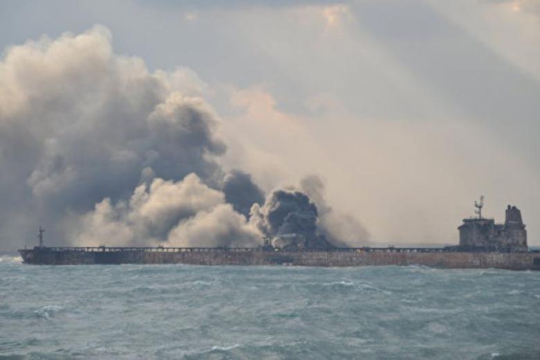 Как гром среди ясного неба возник риск разлива топлива в акватории Черного моря. Доступ к товару был отодвинут на второй план