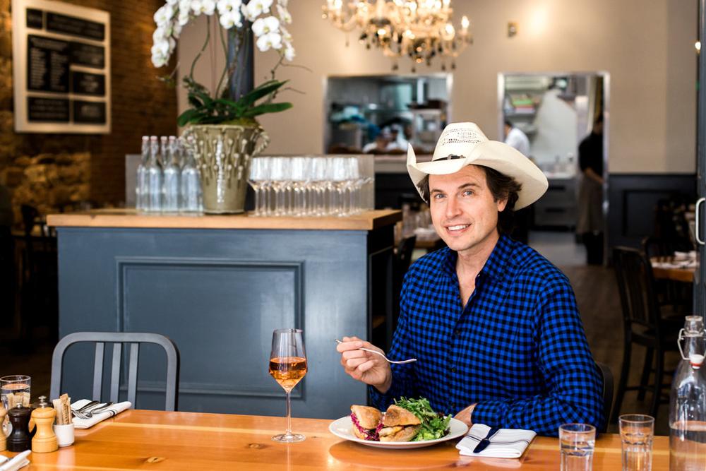 Кимбал Маск в своем ресторане здорового питания The Kitchen