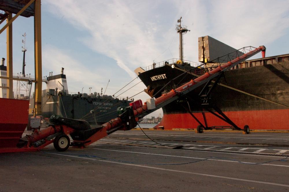 Использование мобильного транспортера BATCO в порту