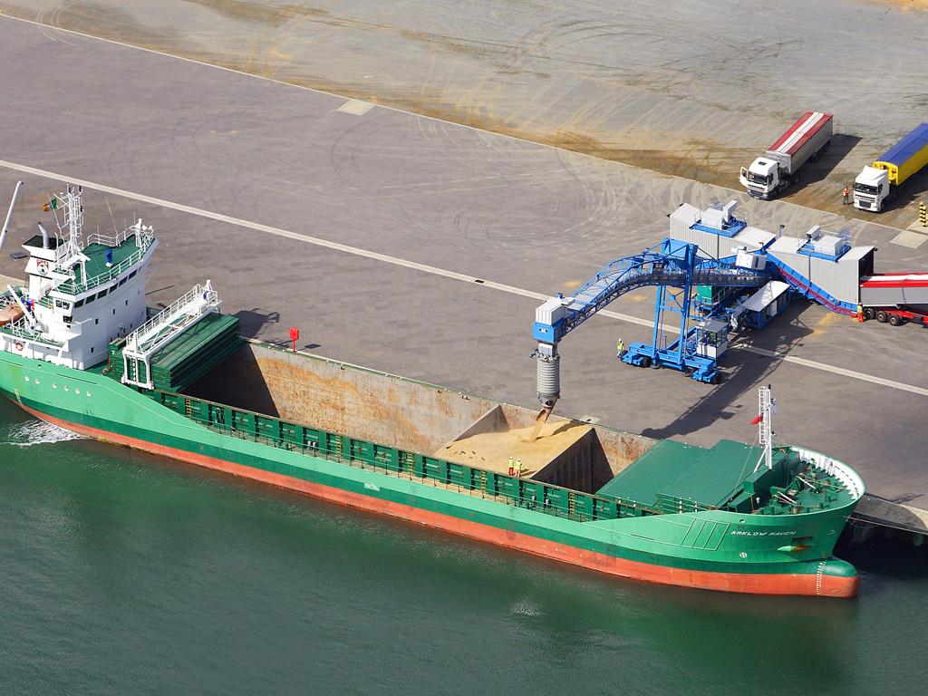 Погрузка зерна на водный транспорт