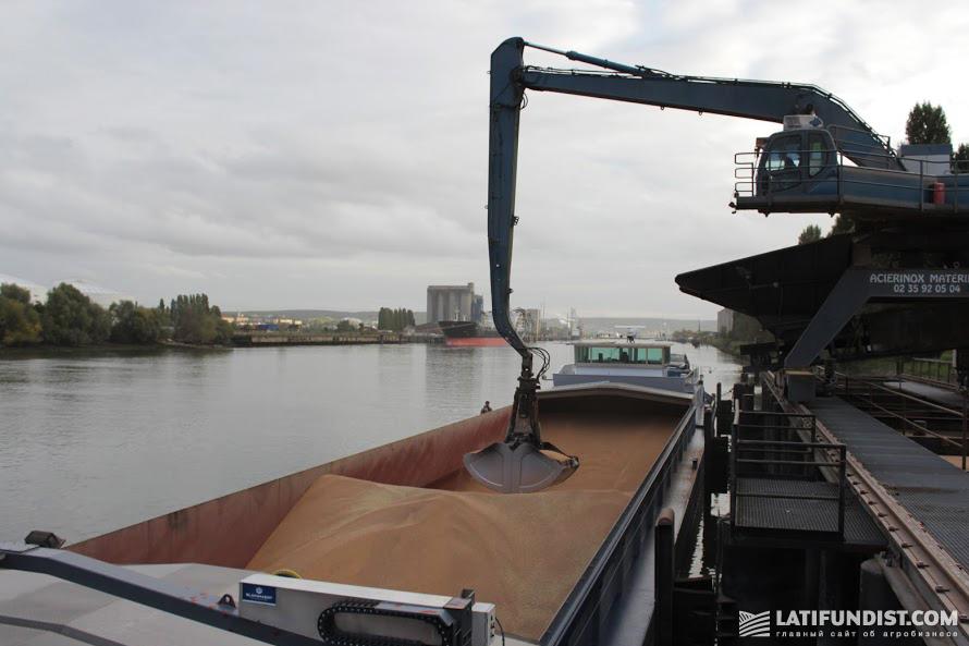 Погрузка зерна на судно