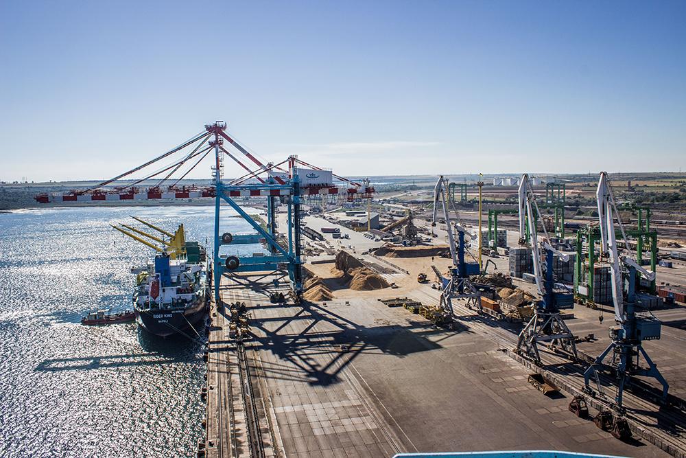 Cargo loading at port