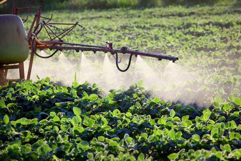 Распыление пестицидов