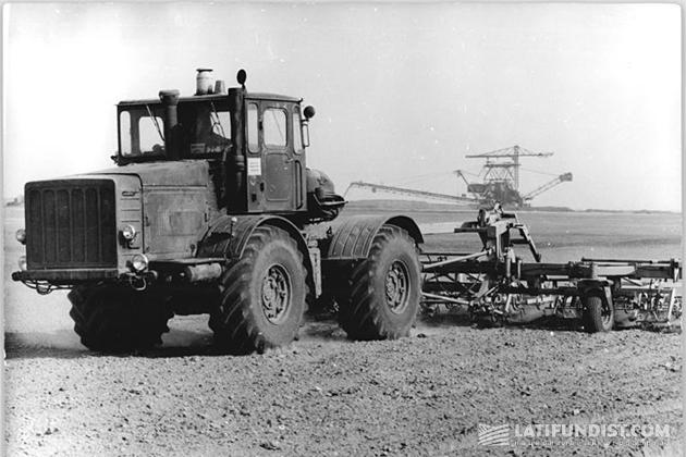 Первый колёсный трактор К-700 «Кировец»