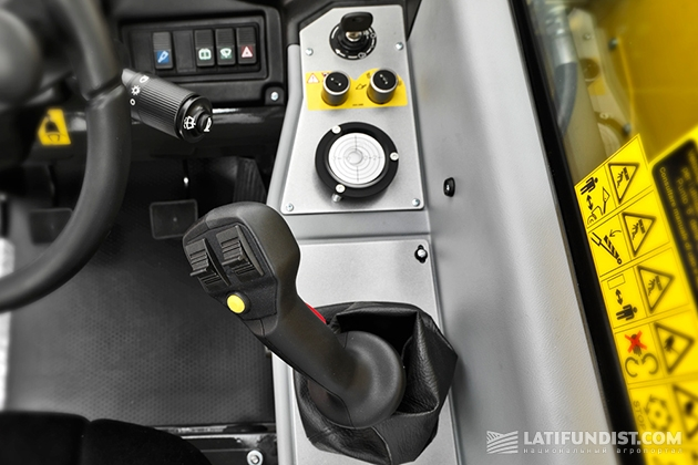 New Holland LM625