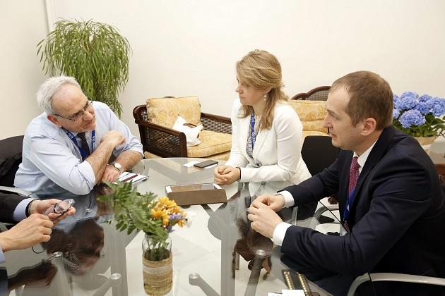 Алексей Павленко и Владислава Рутицкая обсуждают вопрос инвестиций в АПК с вице-президентом ЕБРР по вопросам политики и партнерства Филиппом ЛеУером